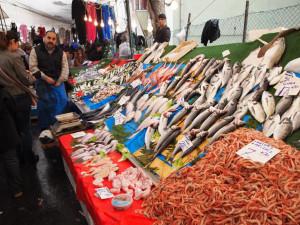 rybích trhů je mnoho, i přes omezování výlovu, je stále z čeho vybírat