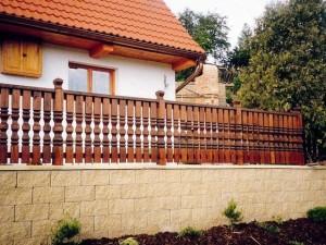 Čím natřít plot