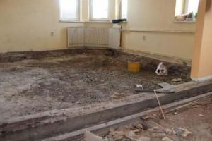 demontovana-ponicena-podlaha