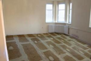 rychlost-aplikace-suche-plovouci-podlahy-je-ojedinela