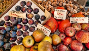 ovoce na trhu