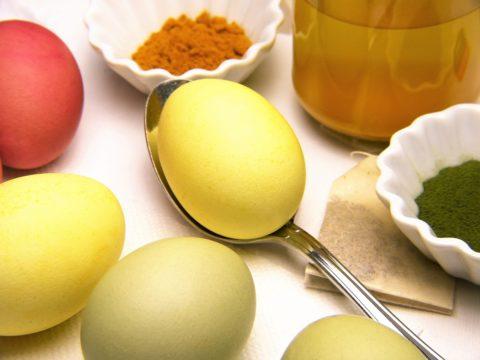 barveni vajec prirodni cestou kurkuma