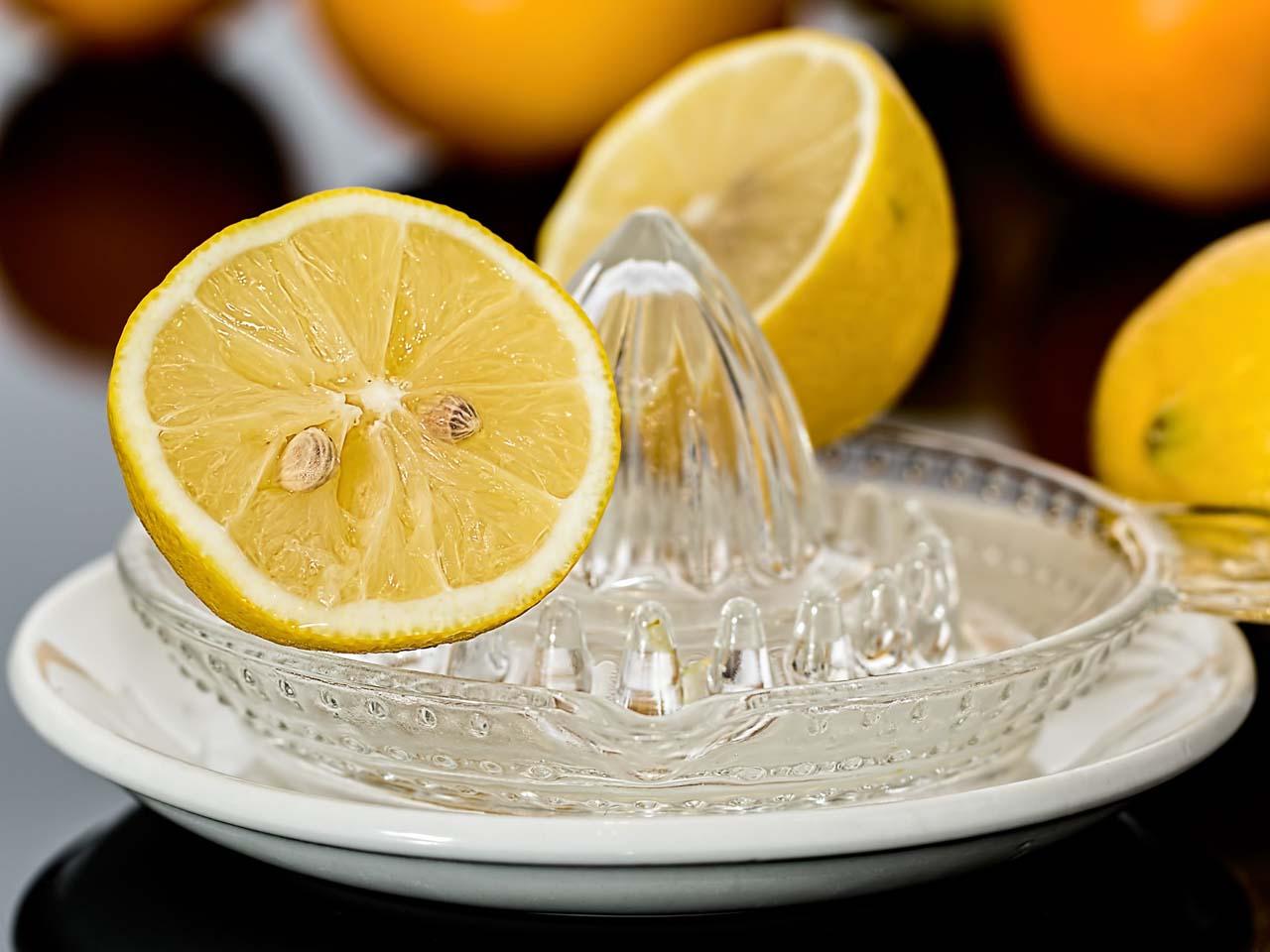 Čištění trouby citronem