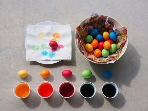 barveni vejce natvrdo