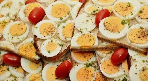 vejce natvrdo s maslem