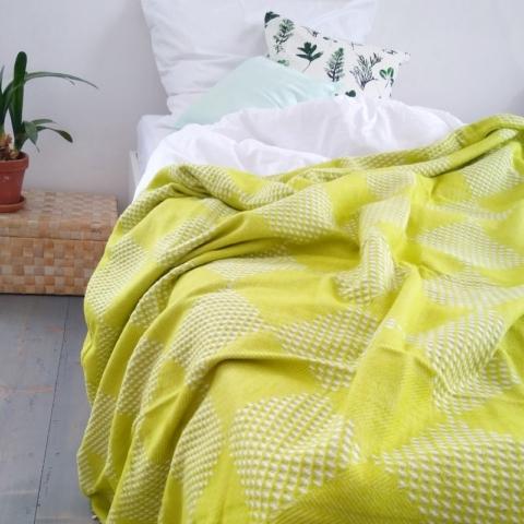 1)Skotská deka Adam vynikne v čistém interiéru