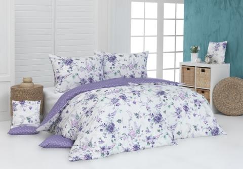 Romantický květinový vzor se bude vyjímat nejen v ložnici zařízené v rustikálním či country stylu