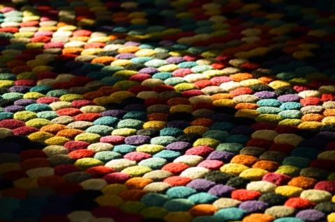 koberec s dlouhymi chlupy