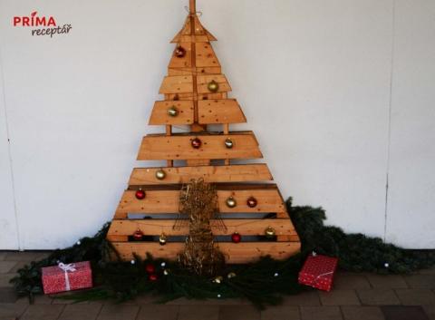 dreveny vanocni stromecek z palet