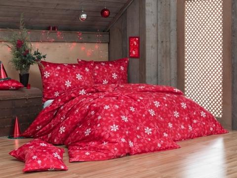 2)Sytý vánoční odstín červené barvy nechá vyniknout světlým motivům na povlečení Vločky