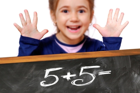 deti jdou do skoly