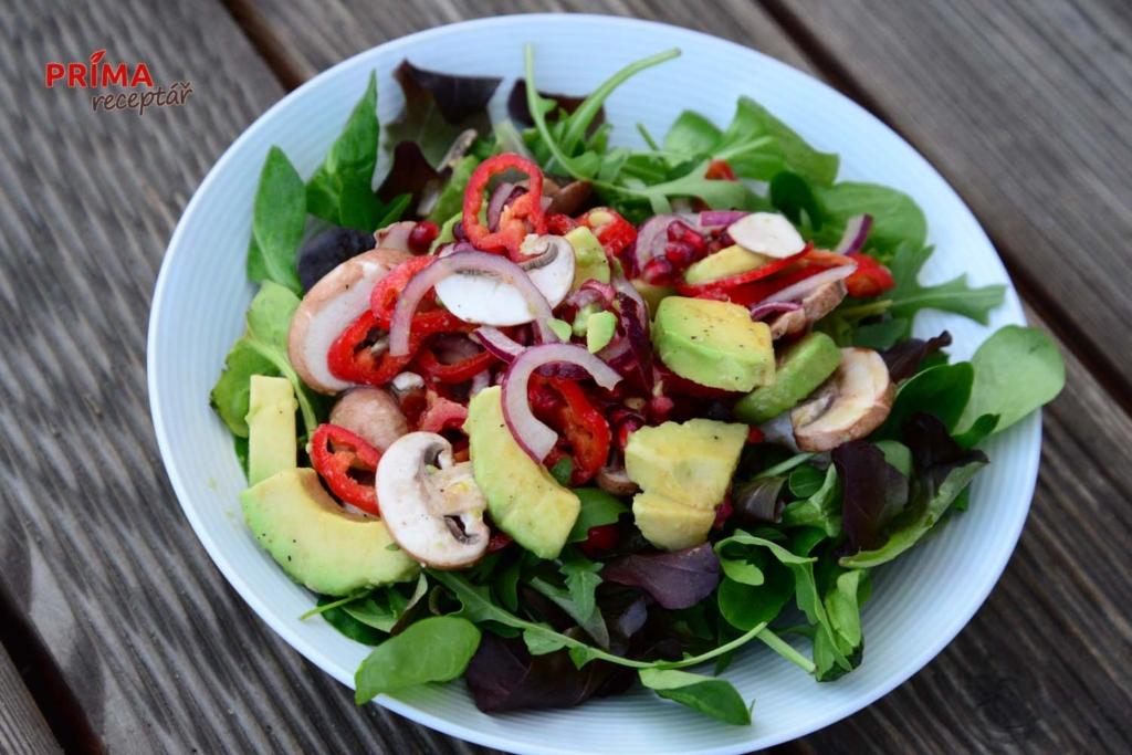 zeleninovy salat se syrovymi zampiony